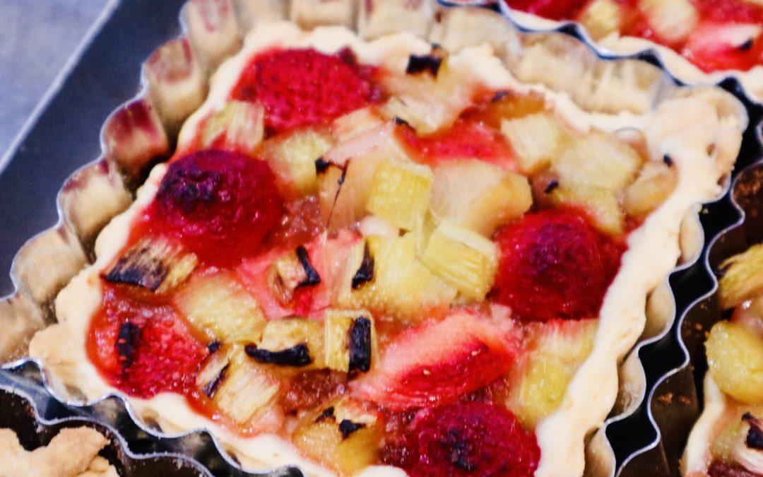 Tartelettes fraises, framboises, rhubarbe