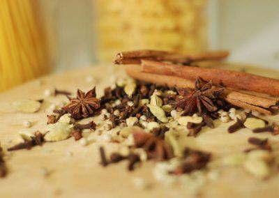 Caille et foie gras poêlé, sauce vin chaud, polentaet tagliatelles de carottes